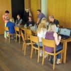 Studenten und Studentinnen besuchen die Computeria Schwaz