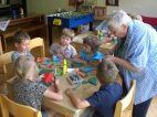 Gemeinsamer Bastelnachmittag mit den Hortkindern